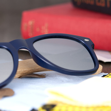 Women Coated Polarized Sun Glasses with Wooden Case