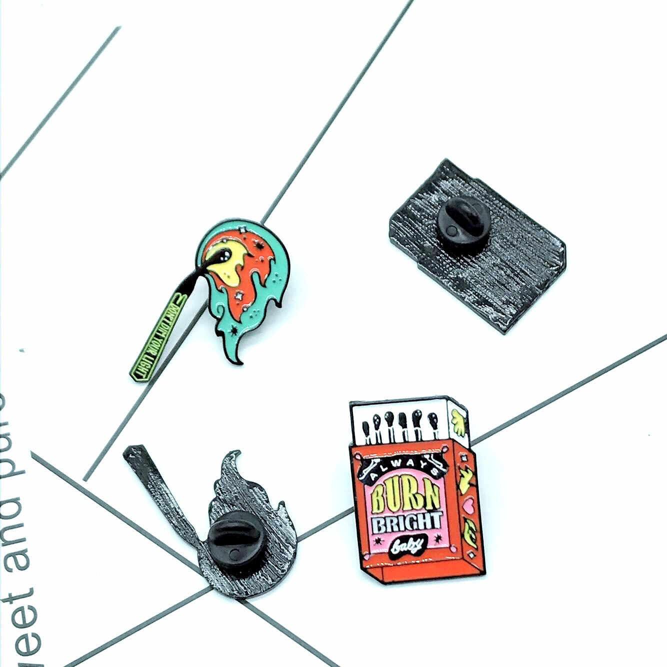 การ์ตูนตรงกัน Pins BURN BRIGHT สำหรับผู้หญิงอย่า Dim แสงของคุณ Enamel Pin Denim แจ็คเก็ตคอแฟชั่นเครื่องประดับ