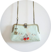 Angelatracy 2019 New Arrival Strawberry Two Side Embroidery European Silk Metal Frame Rural Women Day Clutches Shoulder Bags