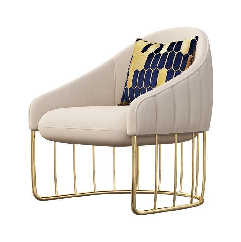 Lounge Chair com Pés de Metal com Acabamento Dourado/Tecido Uphoolstery