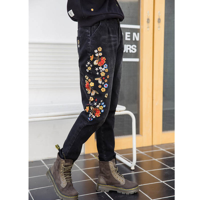 2016 New Style Floral Embroidery Denim Jeans Black Long Trousers Women Casual Plus Size Elastic Stretched Pencil Pants MYNZ89