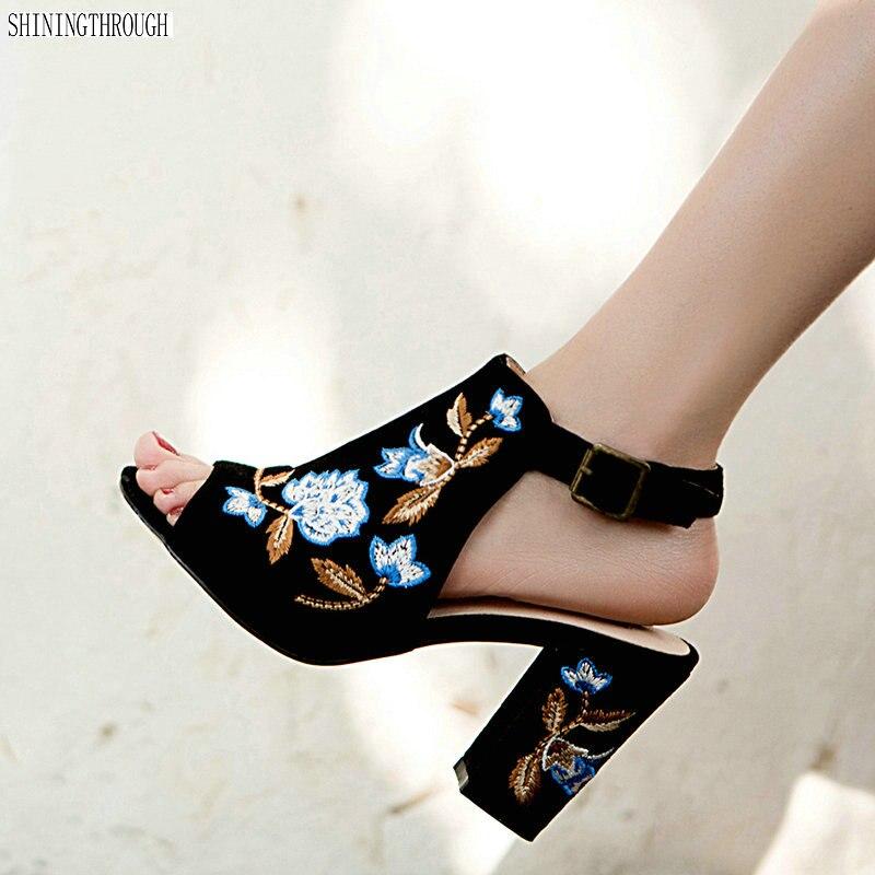 Nuove donne Tacchi Alti ricama Sandali di cuoio Genuino del partito di scarpe da sposa donna nero bianco delle signore pattini di vestito-in Tacchi alti da Scarpe su  Gruppo 1