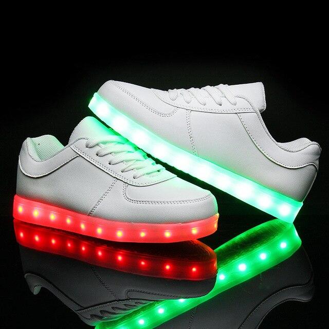 2017 Led Luminoso de Los Hombres zapatos casuales Zapatos Brillantes Zapatos adultos de Carga USB flashing Lights up chaussure lumineuse blanco