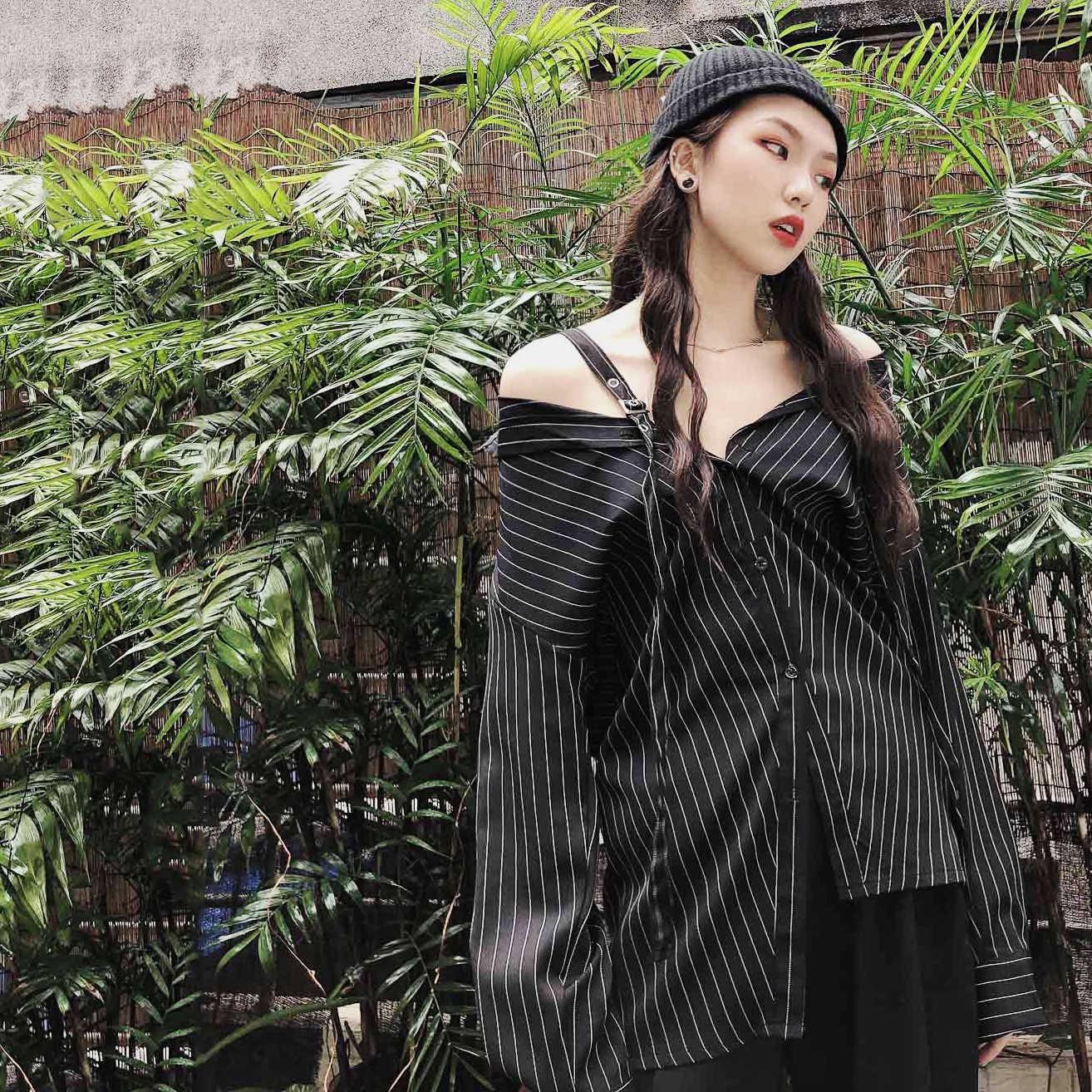 Дизайн Sense Ретро черная рубашка в Вертикальную Полоску женская новая летняя рубашка с принтом на рукаве
