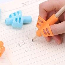 Два пальца Ручка Силиконовый ребенок обучения письма инструмент письма коррекция устройство карандаш практика письма детей канцелярские принадлежности 3 шт
