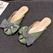купить 2019 New Cute Bow-knot Mules Shoes Woman Leather Low Heel Mules Women Shoes Green Ladies Outdoor Summer Slippers Slides Sandals по цене 930.55 рублей