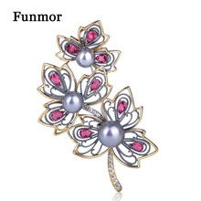 FUNMOR Hollow Pink Zircon Maple Leaf Brooches Two Tones Imitation Pearls Plant Corsage Pin Women Party Jewelry Anniversary Gift