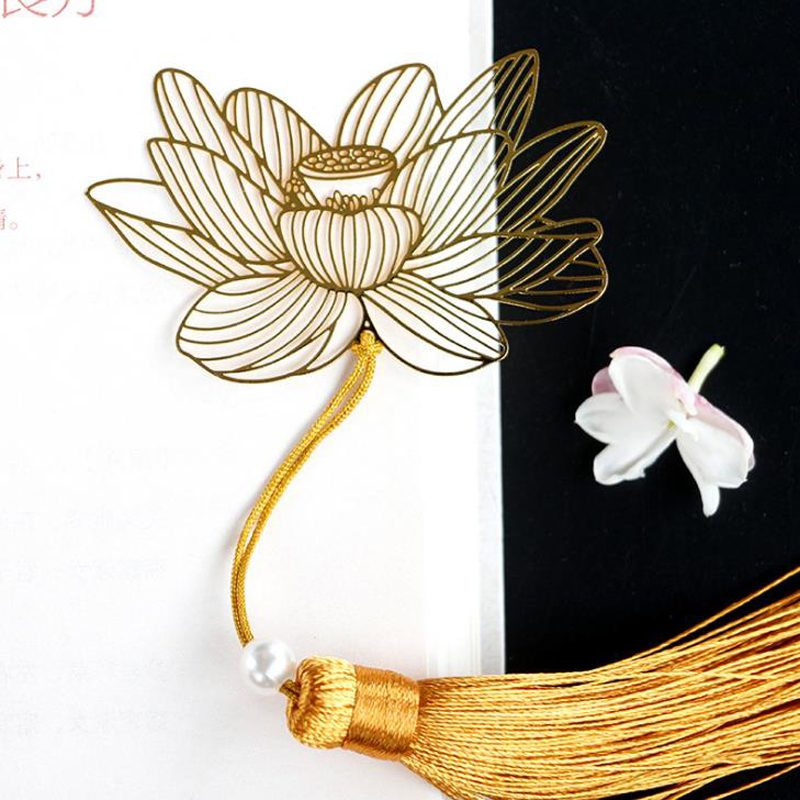 1 Pcs Retro Chinese Style Golden Metal Hollow Lotus Flower Tassel Bookmarks Stationery Book Marker Clip Office School Supplies