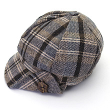 цена Maple Leaf Wooden Buckle Painter Hat Maple Leaf Buckle Decorative newspaper boy cap woman lattice hat hat cap онлайн в 2017 году