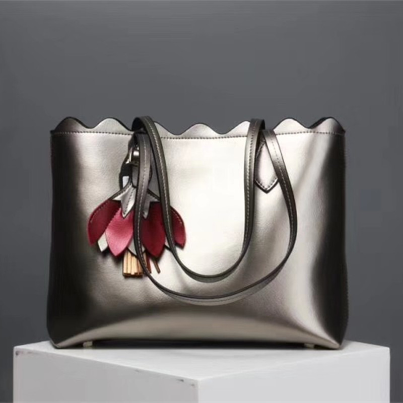 2019 New Genuine Leather Flower Handbags Pearly Color Leather Tote Bag Tide Large Capacity Shopping Bag Women Bags Sac A Main2019 New Genuine Leather Flower Handbags Pearly Color Leather Tote Bag Tide Large Capacity Shopping Bag Women Bags Sac A Main
