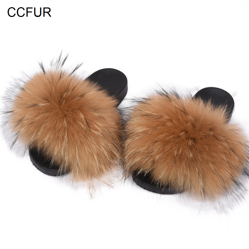 Для женщин меховые тапочки из натурального меха енота модные Стиль слайды мягкой Обувь на теплом меху S6020E