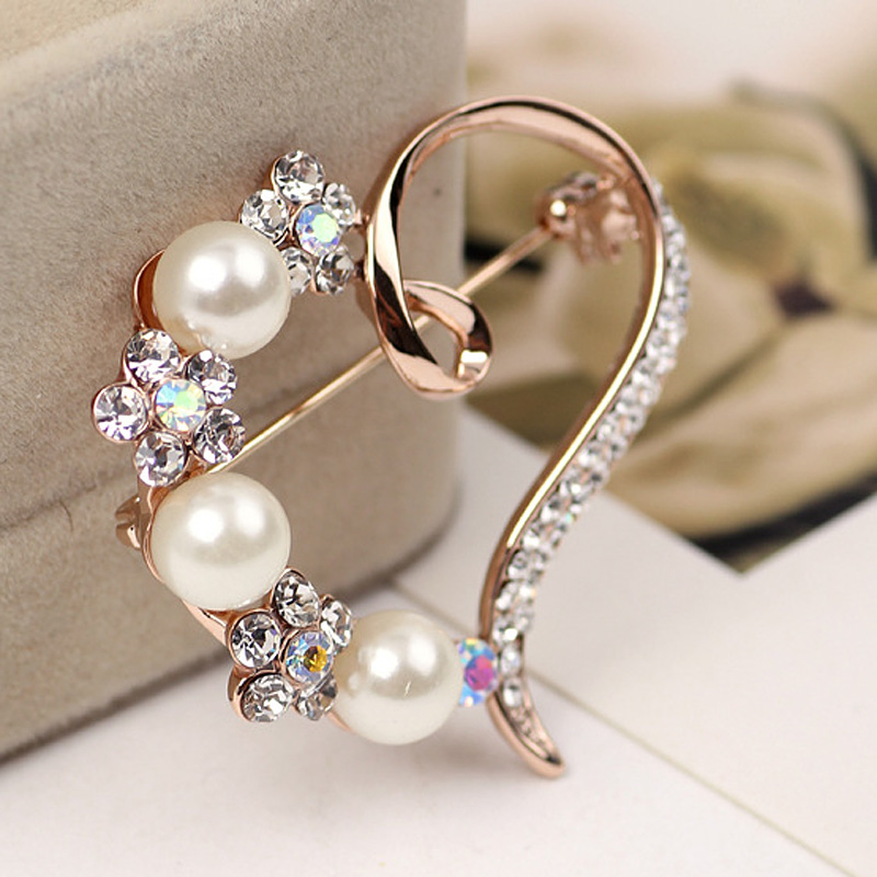 Hot  2019 Fashion Newly Sales Women Gorgeous Heart Shape Shiny Brooch Pin HD88