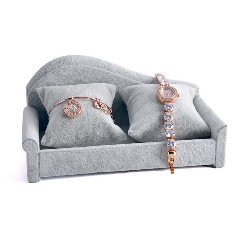 Sofa Bentuk Alat Peraga Menunjukkan