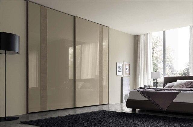 Moderno armadio con ante scorrevoli laccato bianco porta su misura ...