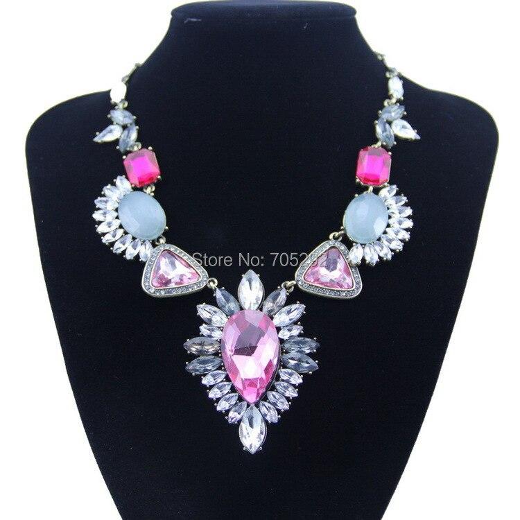 1fc7c2a9cb40 Nuevo vintage gargantilla collar cristalino del oro y colgante collar de la  Declaración de moda para las mujeres