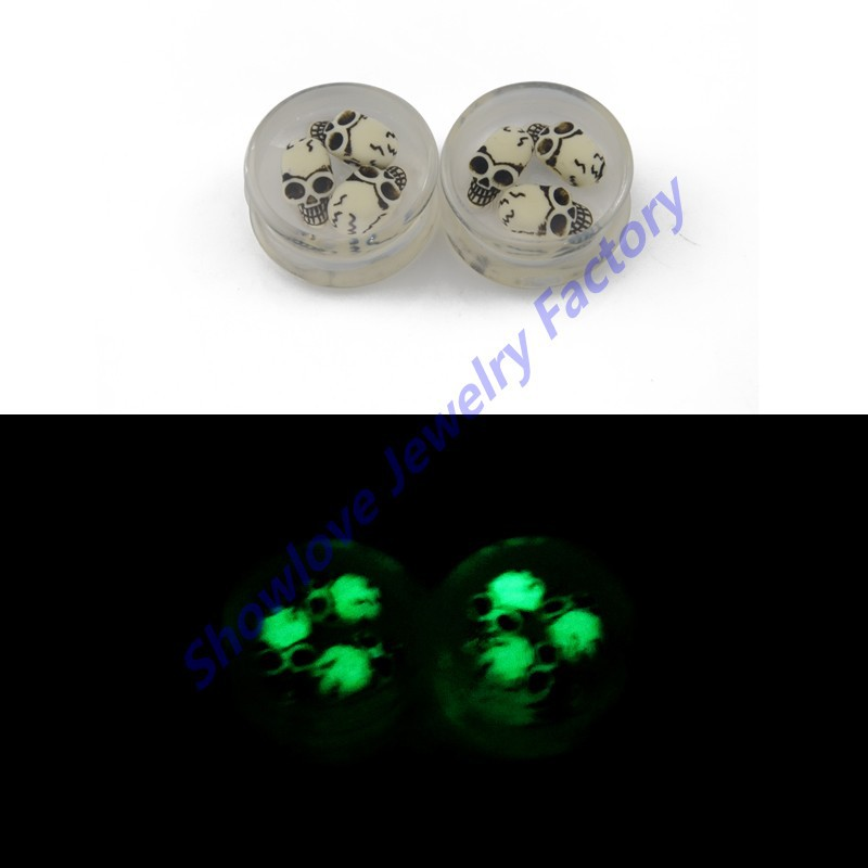 Showlove 8Pair Glow in the dark 3D Skull Ear Plugs Saddle Expander Piercing Ear Gauge Kit Acrylic Body Jewelry