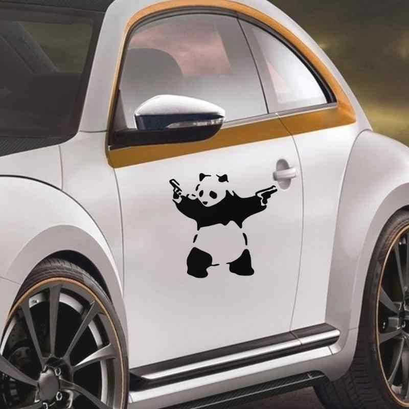 جميل الباندا مع اثنين من البنادق ثلاثية الأبعاد سيارة شاحنة نافذة عاكس ملصق مائي لطيف الباندا ملصق سيارة التصميم السيارات المحمول الجسم الجمال