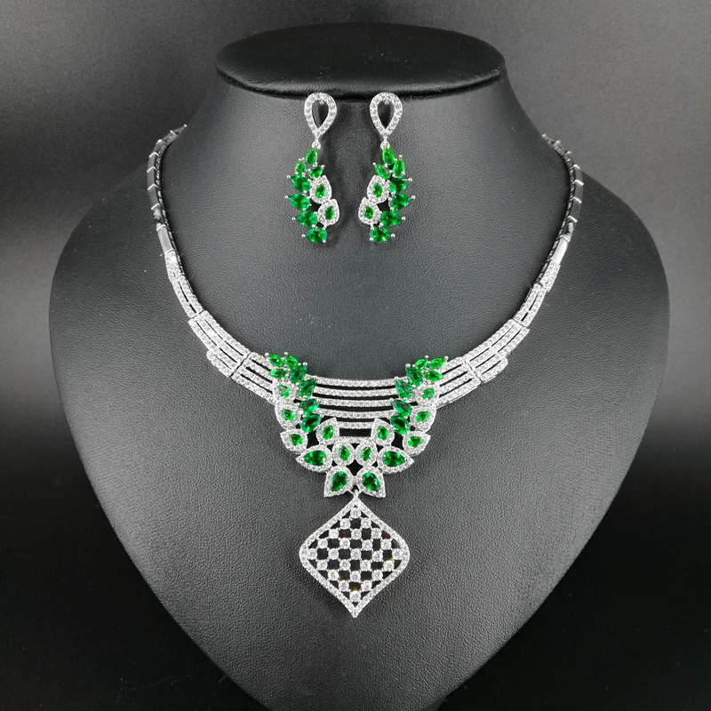 New fashion Hollow square green zircon wedding bride banquet dinner dress necklace earring popular jewelry set free shipping 2018 new fashion luxury green v style square zircon necklace earring set wedding bride dinner party dress jewelry free shipping