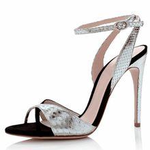 ef3bfb987a Novo 2018 Moda Sandália de Prata Misturada com Tira No Tornozelo de Couro  Preto Do Dedo Do Pé Aberto Saltos Finos Sapatos Estilo.