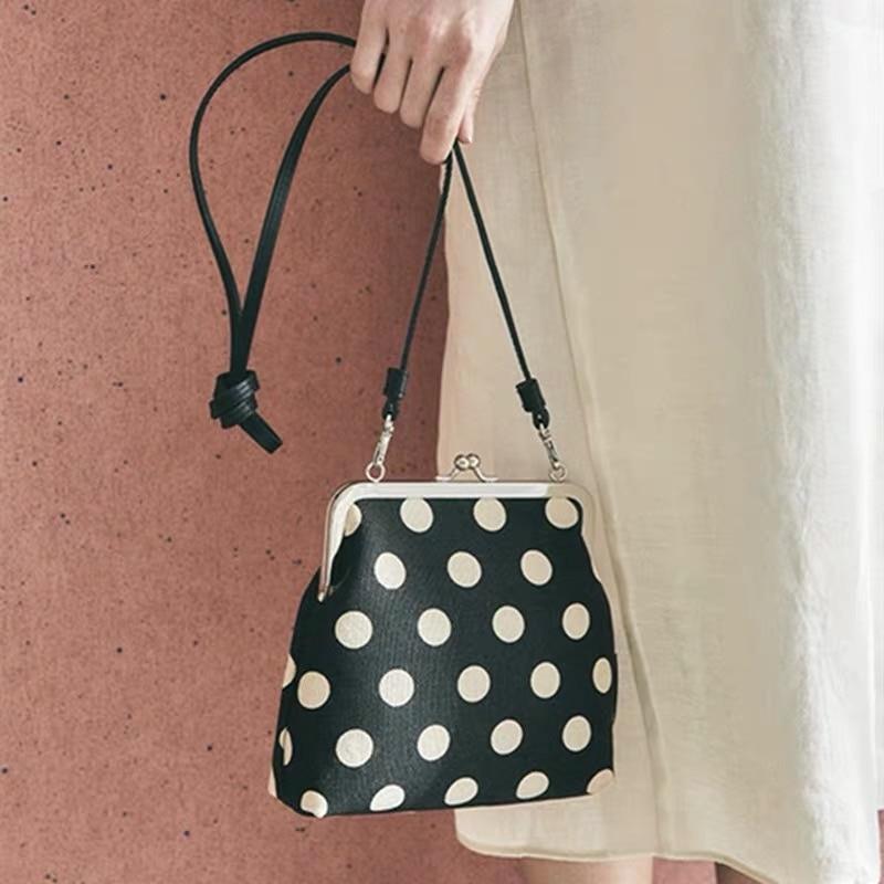 Bolso bandolera Vintage de punto con Clip para mujer, bolso de hombro con cadena de Concha a la moda para mujer, bolso mensajero de lujo, bolsos pequeños de diseñador para mujer