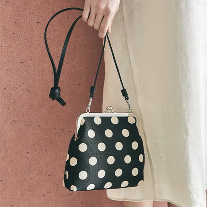 Vintage Dot Clip Women Crossbody Bags Fashion Shell Chain Ladies Shoulder Bag Luxury Messenger Bag Designer Small Purses Female
