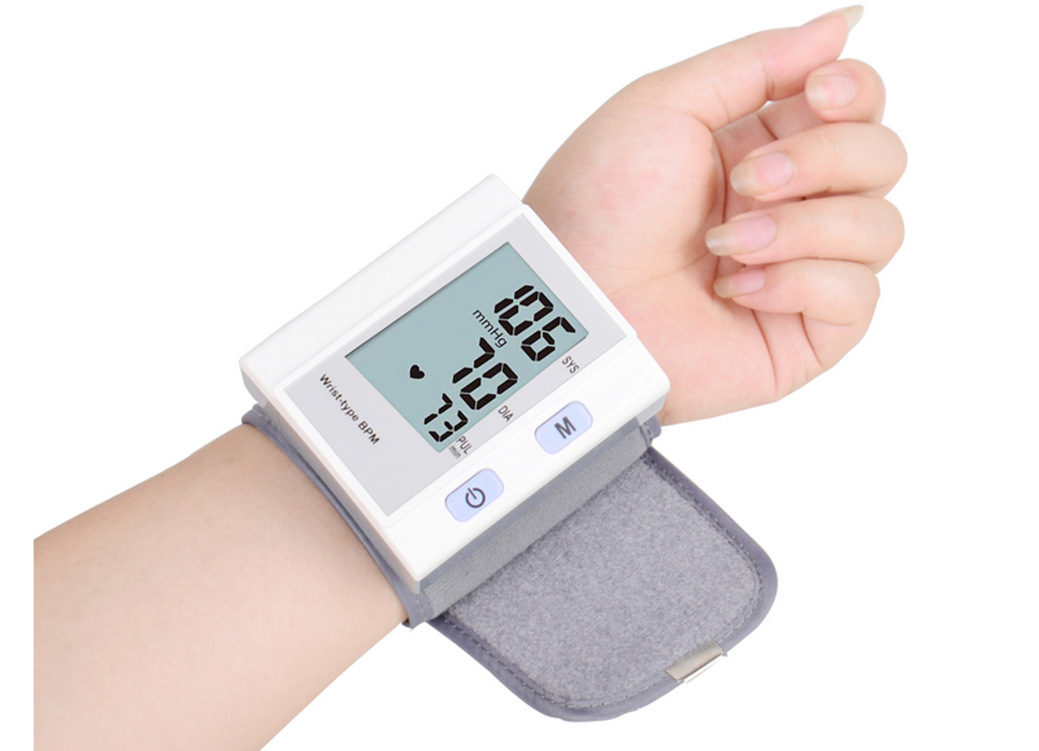 Automatic wrist sphygmomanometer Home Intelligent Blood Pressure Meter Home Electronic Blood pressure Heart Rate Monitor
