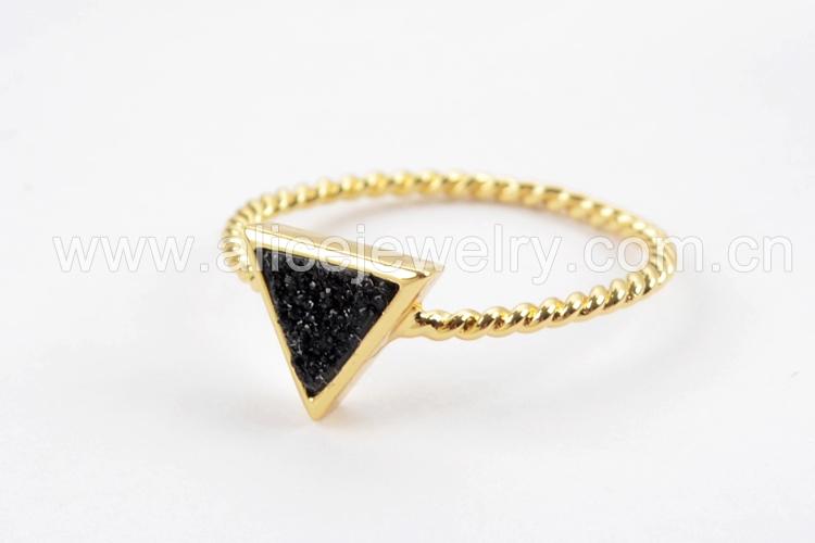 BOROSA 10PCS Gold Color Triangle Rainbow Drusy Rings, Mixed Colors Agates Titanium Rainbow Druzy Bezel Ring Women Jewelry ZG0290 10