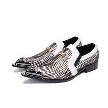 b55e5b0bc2292 Schwarz Und Weiß Gemischte Farbe Metall Textur Schuhe Männer Playboy Schuhe  Personalisierte Mode Trend Frühling Und Herbst Neue .