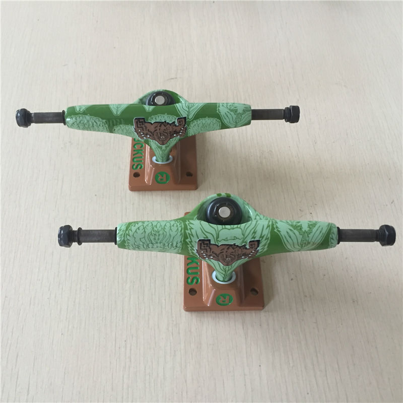 Prix pour Qualité 5.25 MILIEU Skateboarding Camions avec Vert conception pour 7.75-8 ponts fait par Alumium pour Skate Cruiser Camion