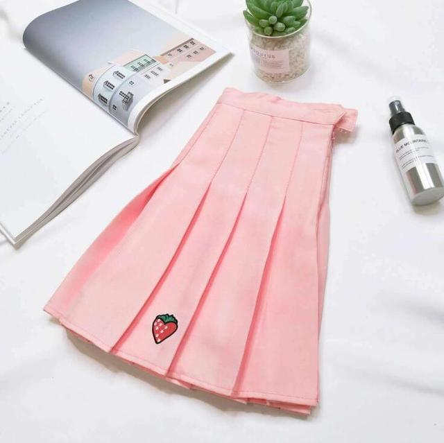 2018 autumn and winter new women's pleated skirt strawberry embroidery high waist A word skirt 3