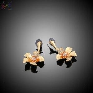 Image 4 - Yulaili fiori di lusso Boom donne fidanzamento zirconi cubici collana girocollo orecchini Dubai set di gioielli in oro dipendenza da gioielli