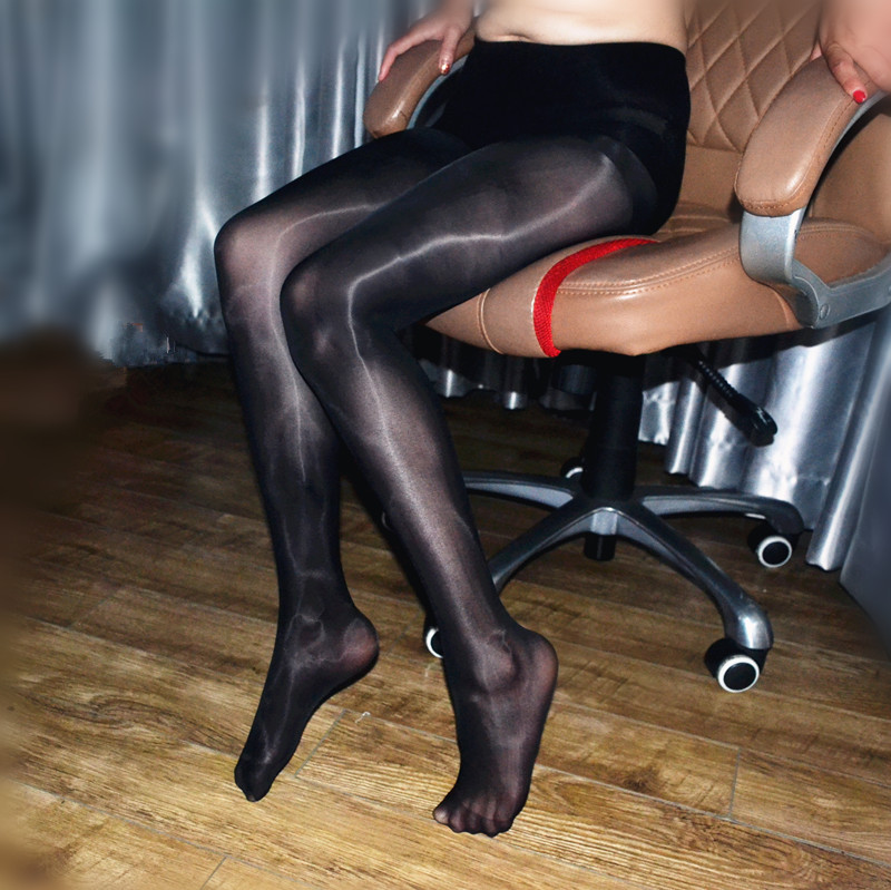 women who like men in pantyhose