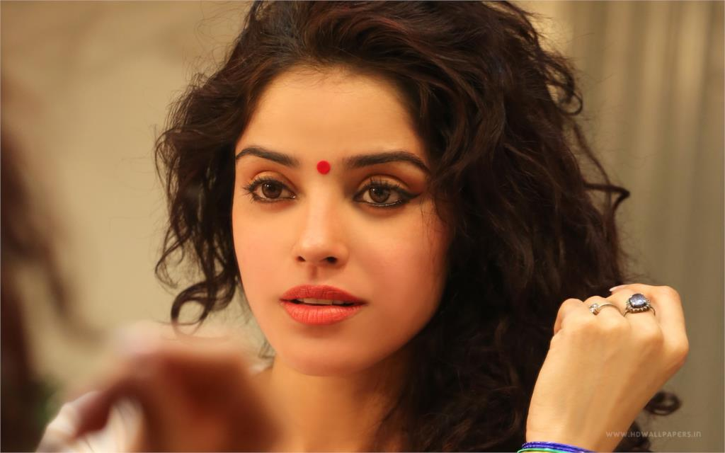 Pia Bajpai Beautiful Indian Woman Girl Lady Sexy Beauty Babe Actress 4 Size Home Decoration Canvas Poster Print