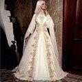 Vestidos de Casamento árabe Muçulmano com Bordados de Ouro de Mangas Compridas vestido de Baile Vestido de Noiva vestido de noiva de renda Com Hijab