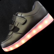 New Children Luminous Shoes Boys Girls Sport Running Shoes Baby Glowing Lights Fashion Sneakers Toddler Little Kid LED Sneakers