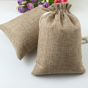 Image 1 - 100pcs Vintage Natural Burlap Hessia Gift Candy Bags Wedding Party Favor Pouch Birthday Supplies Drawstrings Jute Gift Bags