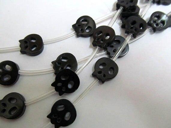 Perle de coquille de crâne 2 brins 15charm17mm haute qualité véritable coquille de vadrouille, blanc noir rouge Halloween sculpté perles - 4