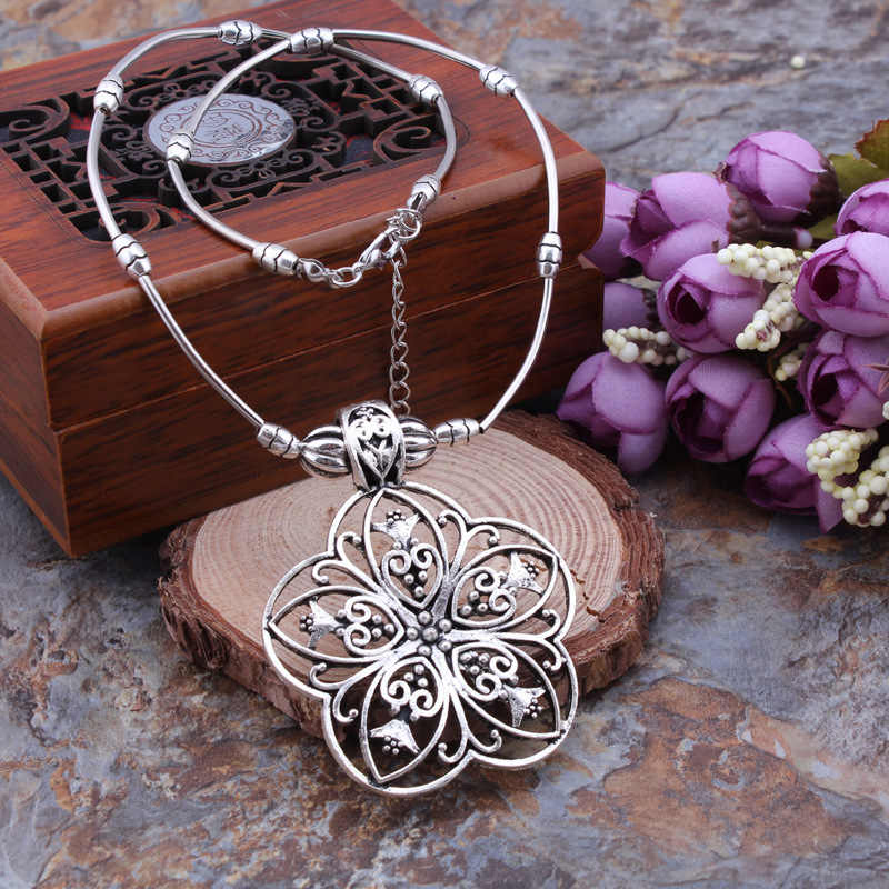 Restore Ancient Ways Nation Wind Exquisite Necklace Geometry Hollow Out Flower Pendeloque Cut Necklace Christmas