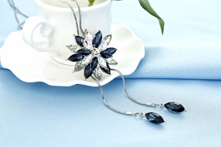 Ziris Sweater Long Chain Crystal Necklace Pave Crystal Daisy Flower Vintage Statment Maxi Style for Women Christmas Gift
