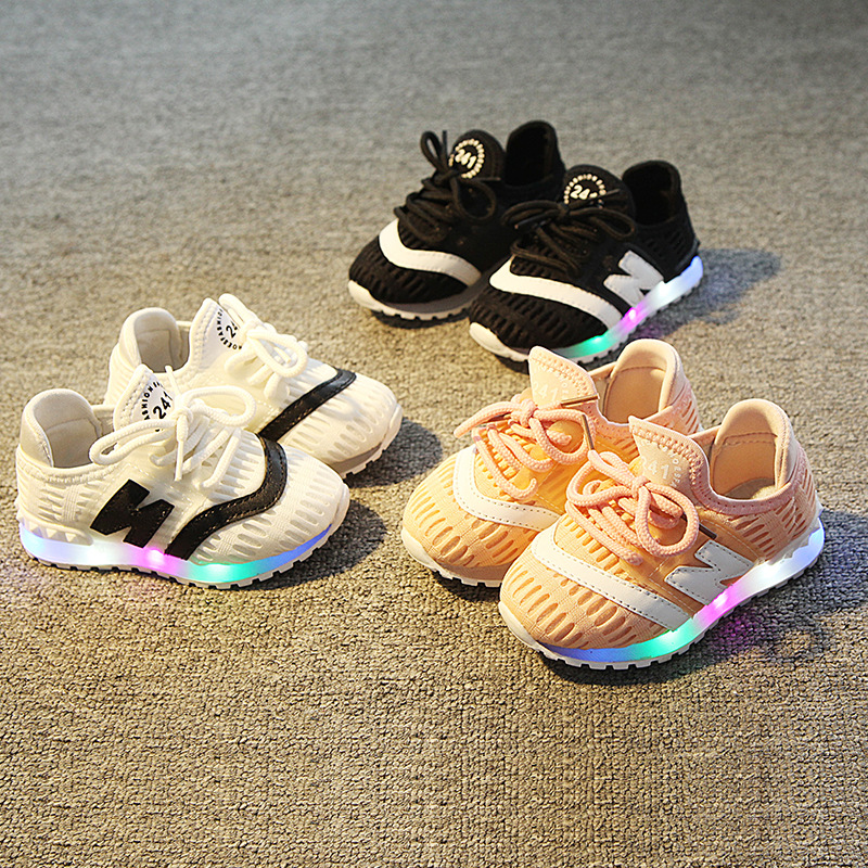 New 2018 European high quality baby girls boys shoes LED lighting fashion children glowing sneakers sports running kids shoes цена