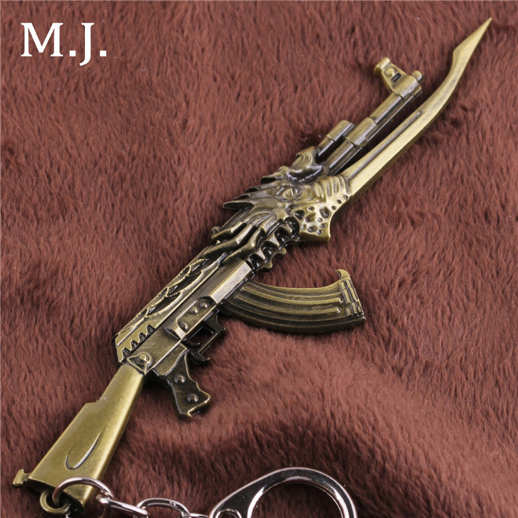 Male Novelty Items Vintage Gold Guns Game Arma Souvenir Keychain Men Key Chain Jewelry London Souvenirs Accessory Gift for Men