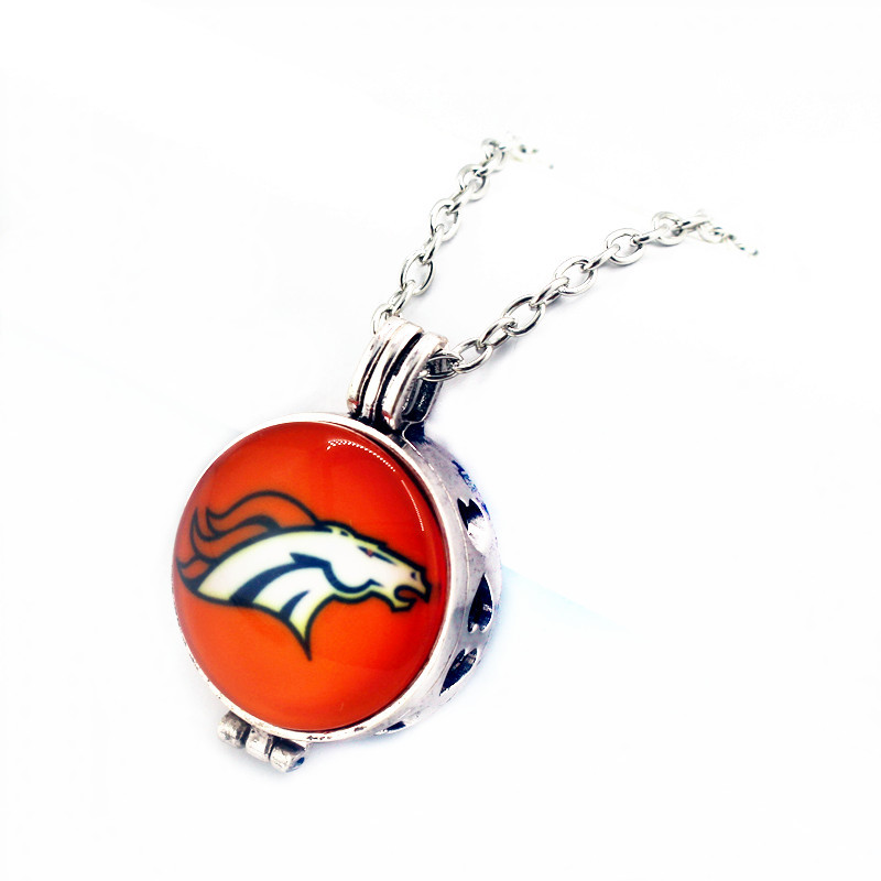 Hot selling 1pcs/lot Denver Broncos Football 27mm Perfume Diffuser Sports Glass Lockets Pendant With (50cm)chain For Necklace