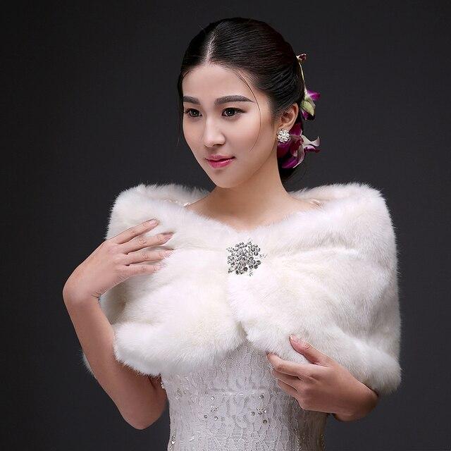 2017 Lindo Branco Faux Fur Estolas De Casamento Jacket Enrole com Cristais Sparkly Curto Inverno Casaco Vestido Formal Vestidos de Noiva PJ59