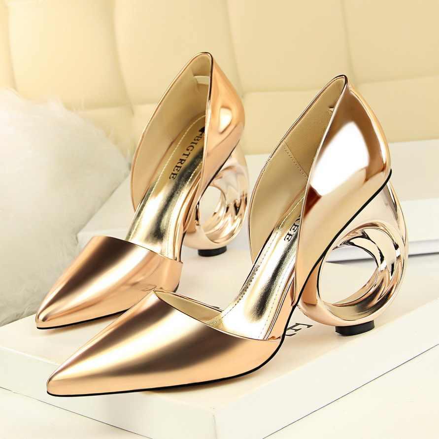 2019 New Sexy Scarpe da Sposa Donna Pelle Verniciata Estremo Tacchi Alti Pompe Sapato Feminino Circolare Fretwork Tacchi Zapatos Mujer