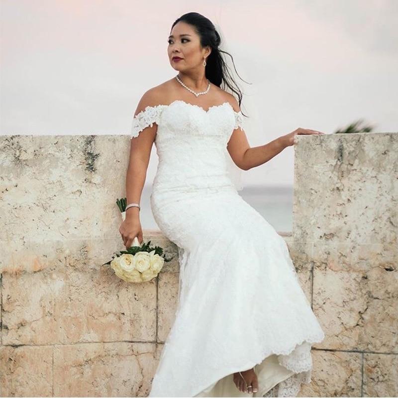 Женское свадебное платье с открытыми плечами длинное цвета слоновой кости юбкой