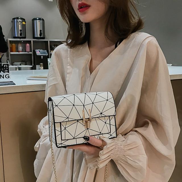 Women Shoulder Bags 2019 summer new Korean version of the Messenger bag handbag chain wild crack printing wild shoulder bag 2