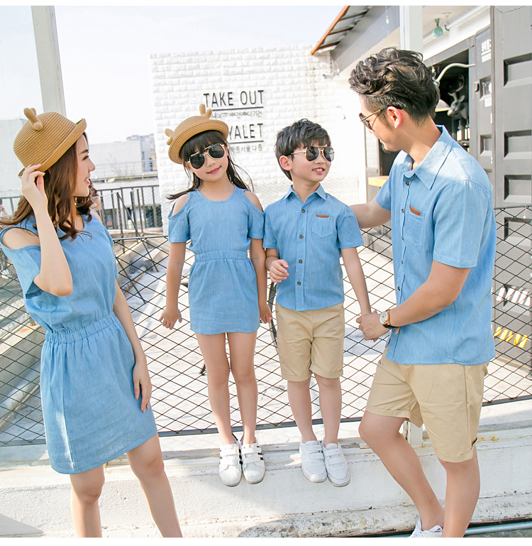 Летняя одежда для всей семьи для мамы и дочки платье из джинсовой ткани папы и сына джинсовая рубашка 2018 Новинка; Лидер продаж Семейные комп... ...