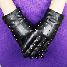 The Latest Hot-Selling Leather Gloves WomenS Sheepskin Rivet Style Winter Warm Velvet DQ01