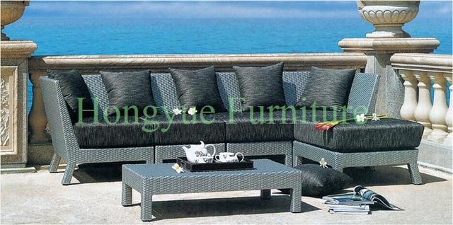 Esquina muebles de ratán sofá al aire libre conjunto con cojines y almohadas