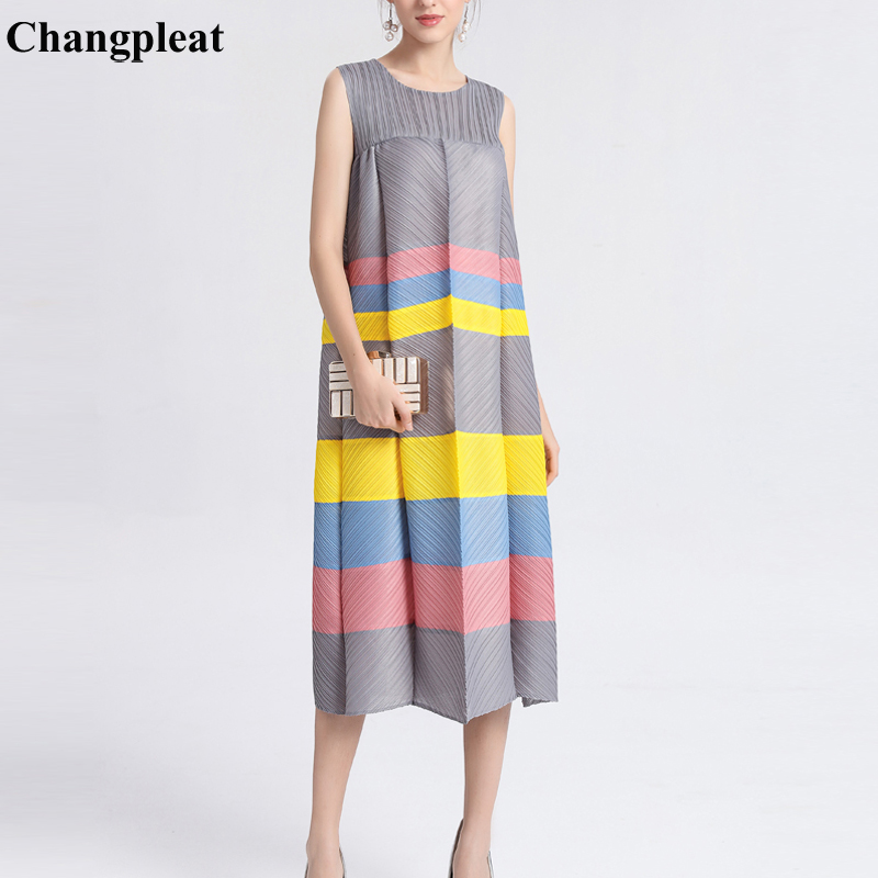 Changpleat Verano de 2019 las nuevas mujeres de vestidos Miyak plisado sin mangas o cuello gran elástico suelto, de gran tamaño vestido de mujer marea-in Vestidos from Ropa de mujer    1